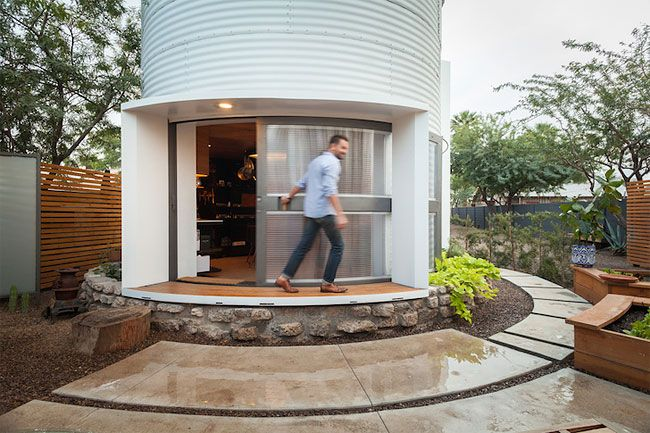 Living in an old 1950s grain silo probably isn't what comes to mind when you think of home sweet home, but take a look inside this stunning renovated silo-turned-home and you may start singing to ...