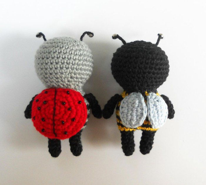Hello our dear fans of crocheting! Today we are going to create these adorable amigurumi bugs in cradles. Unlike usual bugs, they are very lovely. Just look at these antennae! They are so cute, ...